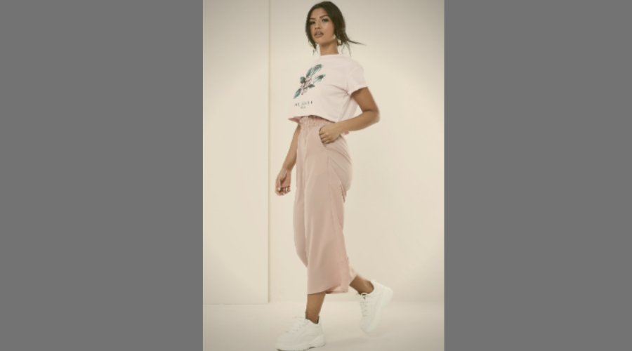 Loose fittings with wide-leg trousers
