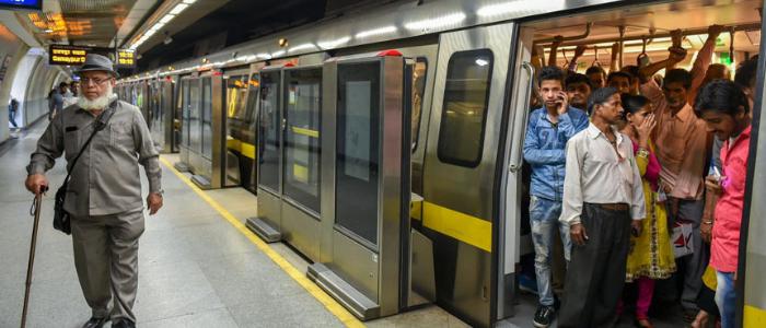21 habits of wealthy people - Public Transport