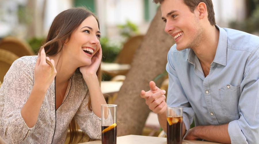 How to make her fall in love - Start a very engaging conversation